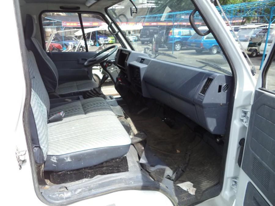 2014 Isuzu Pickup - Interior Rear View