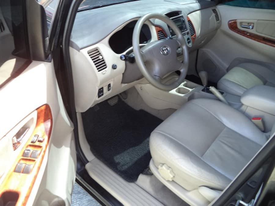 2009 Toyota Innova V - Interior Front View