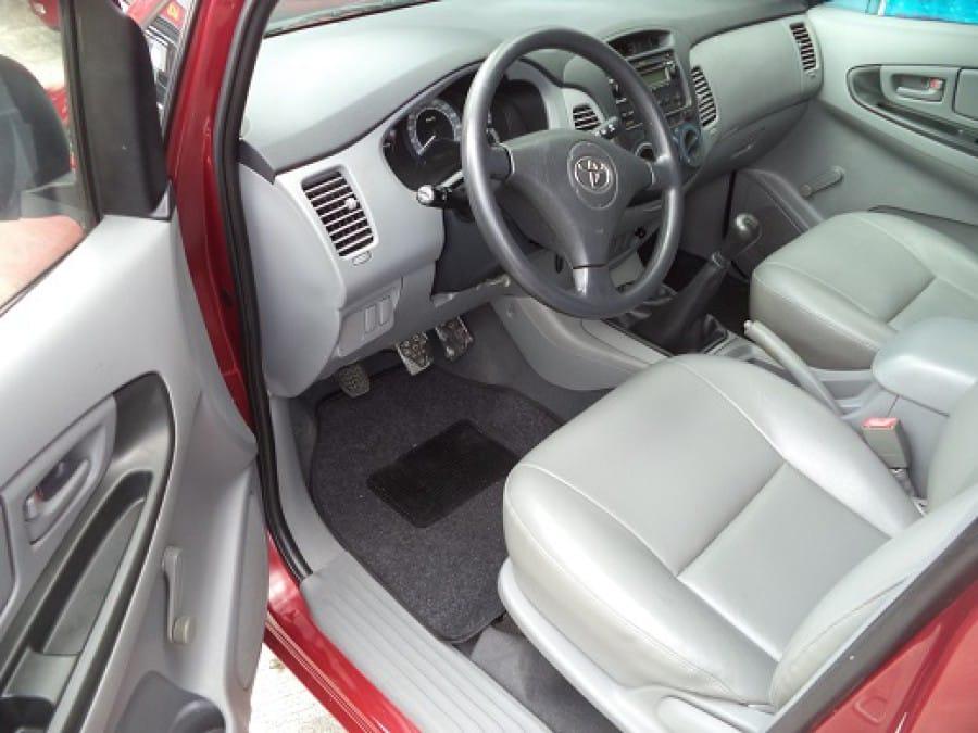 2006 Toyota Innova J - Interior Front View