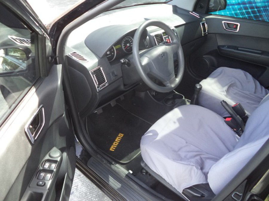 2011 Hyundai Getz - Interior Front View