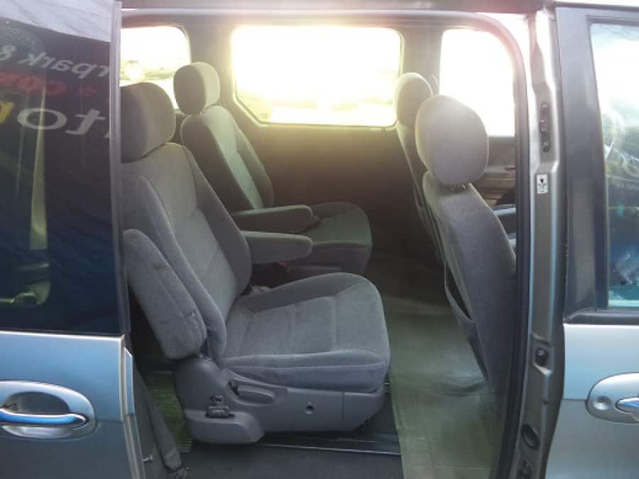 2001 Kia Carnival - Interior Rear View