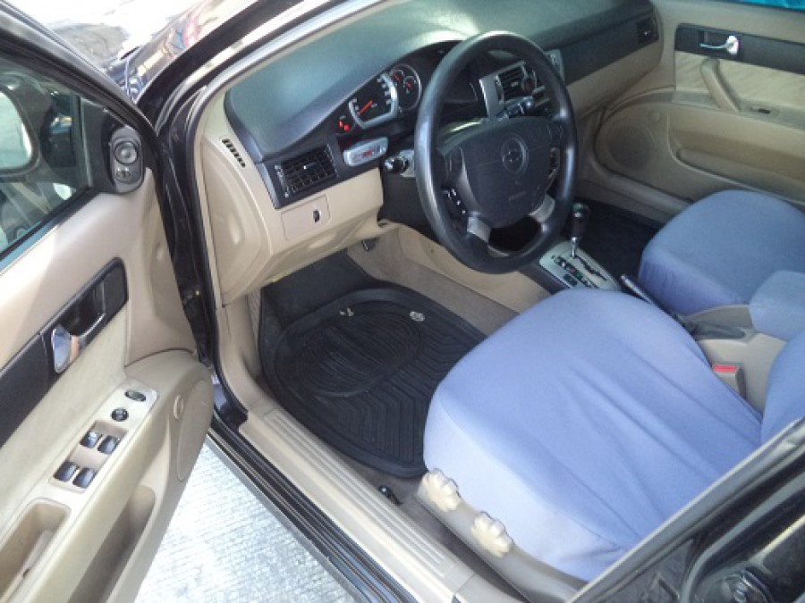 2004 Chevrolet Optra - Interior Front View
