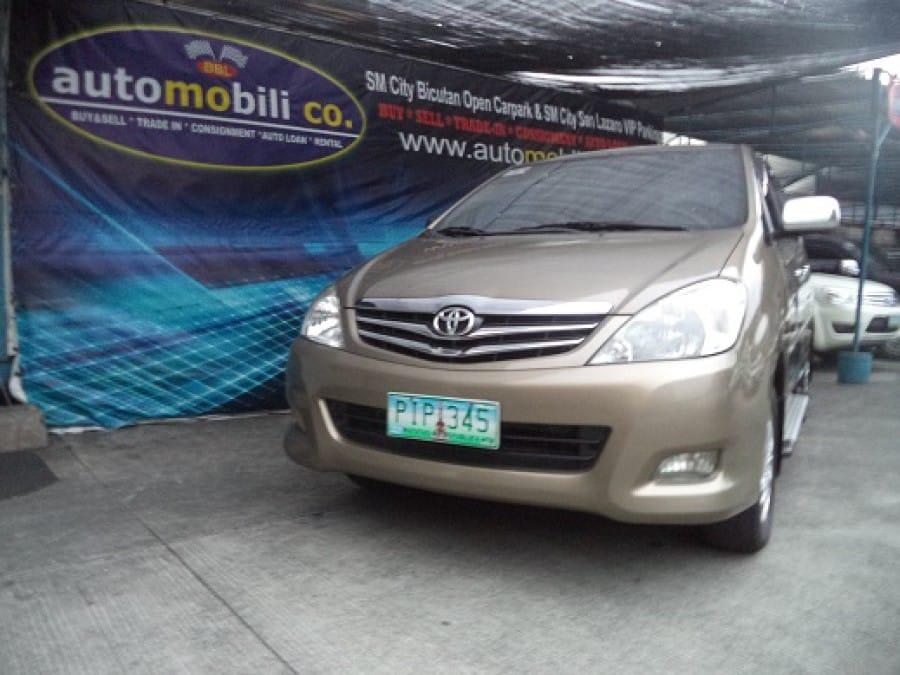 2011 Toyota Innova V - Front View