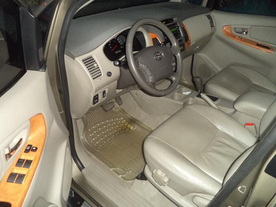 2011 Toyota Innova V - Interior Front View