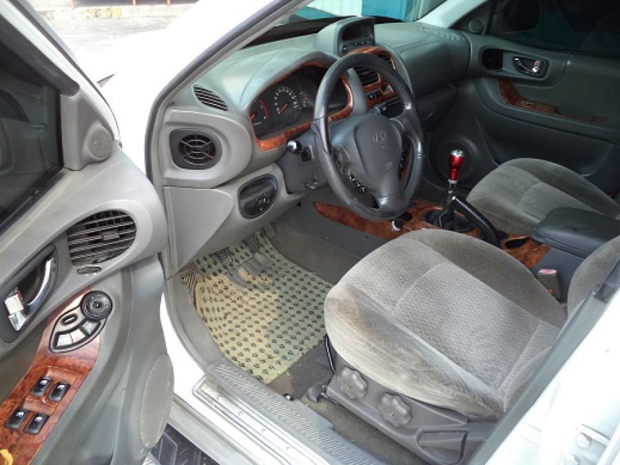 2002 Hyundai Santa Fe - Interior Front View