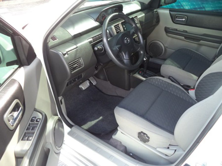 2009 Nissan X-Trail - Interior Front View