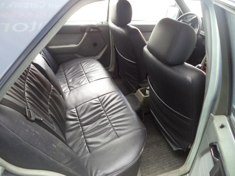 1986 Mercedes-Benz E230 - Interior Rear View