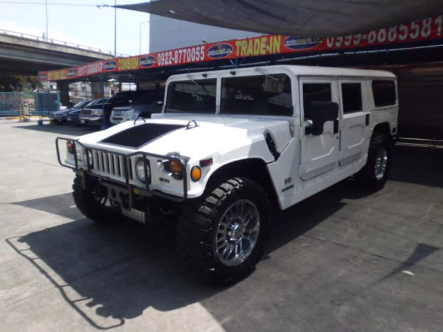 2000 Hummer H1 - Front View