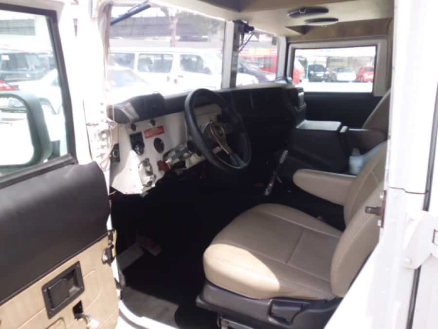2000 Hummer H1 - Interior Front View