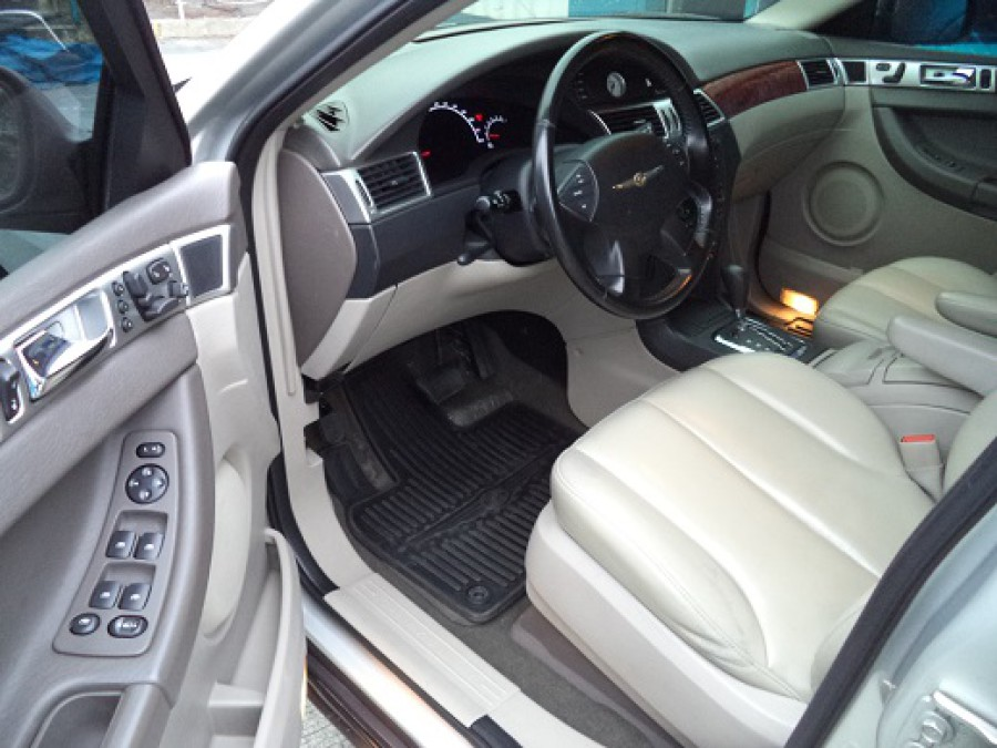 2006 Chrysler Pacifica - Interior Front View
