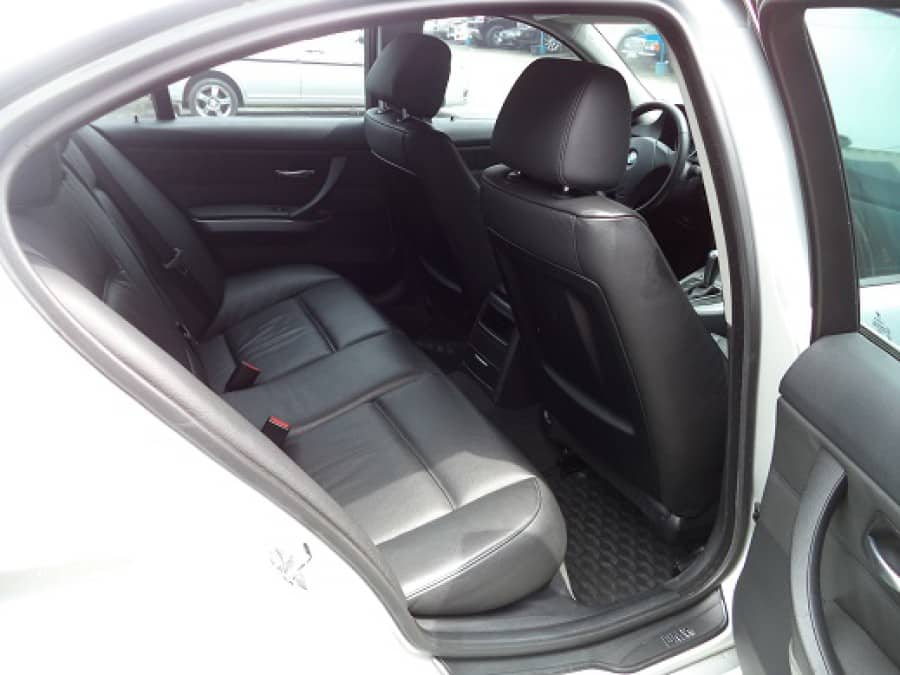 2005 BMW 320 - Interior Rear View