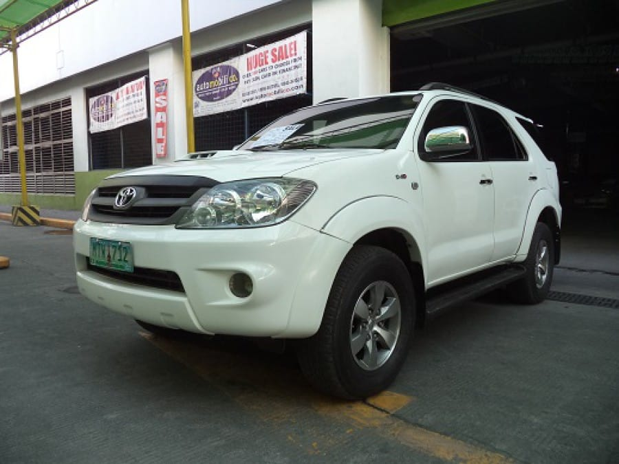 2007 Toyota Fortuner - Front View