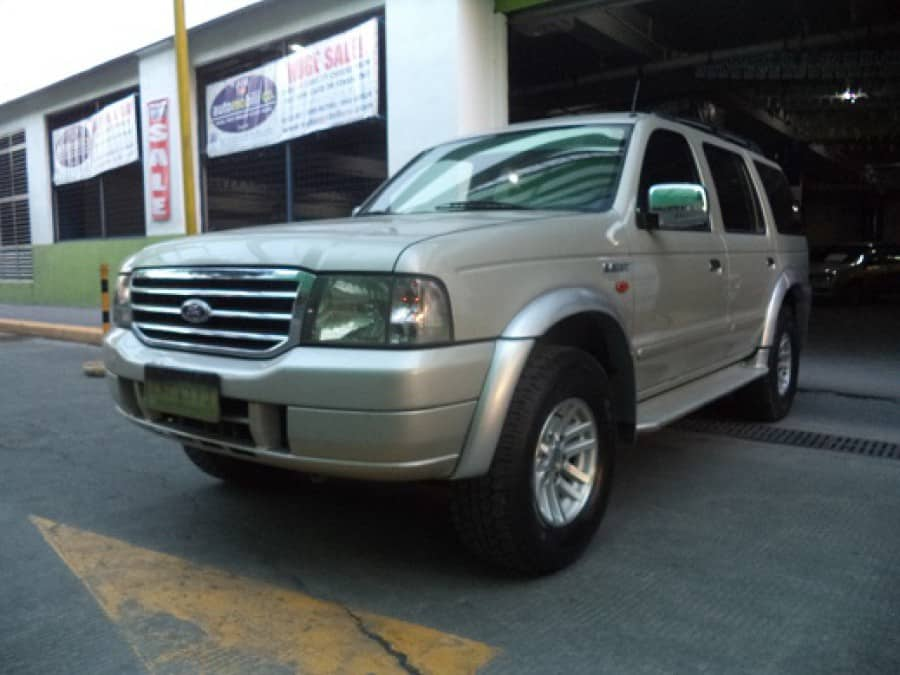 2005 Ford Everest - Front View