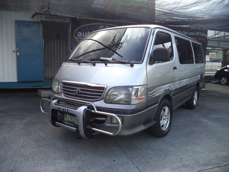 2001 Toyota HiAce - Front View