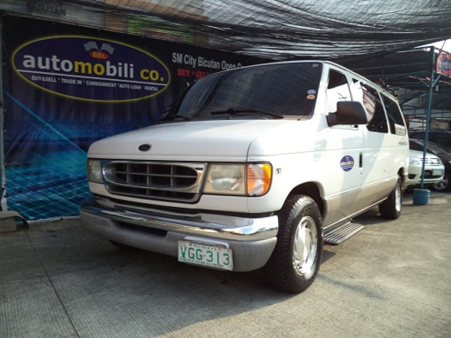 2002 Ford E-150 - Front View