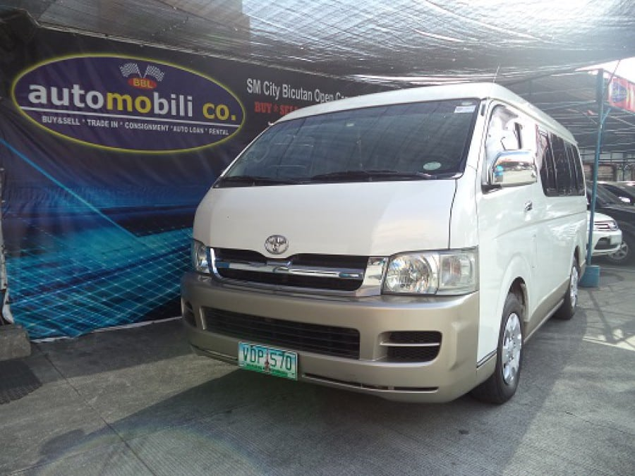 2005 Toyota HiAce - Front View