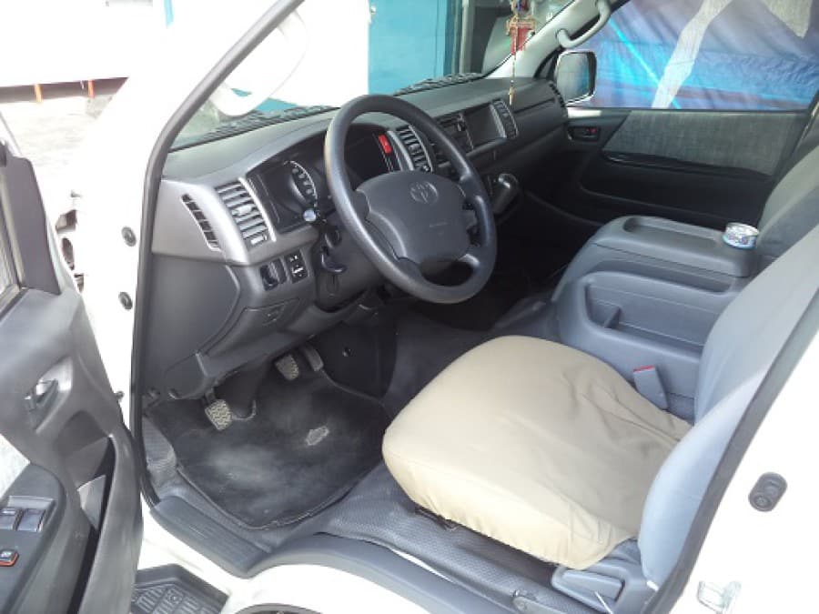 2005 Toyota HiAce - Interior Front View