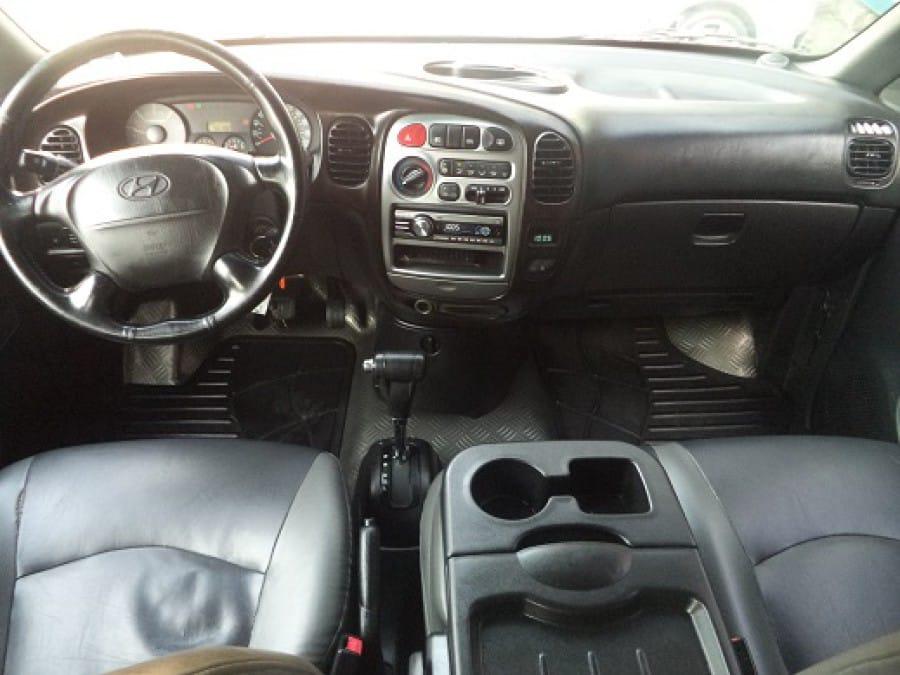 2007 Hyundai Starex - Interior Front View