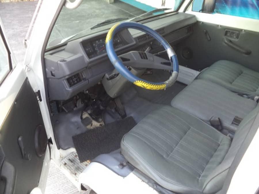 2007 Mitsubishi L300 - Interior Front View