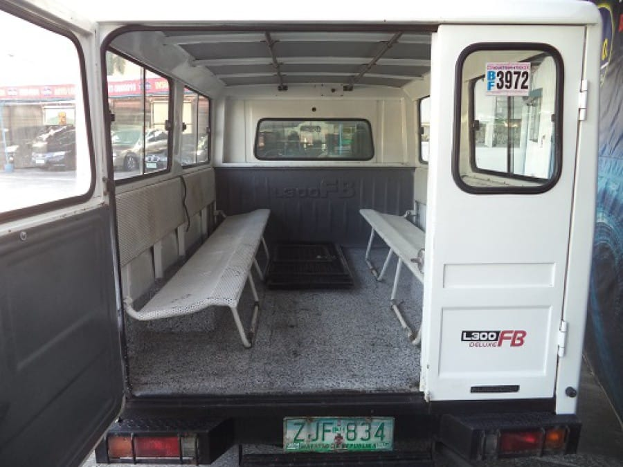 2007 Mitsubishi L300 - Interior Rear View