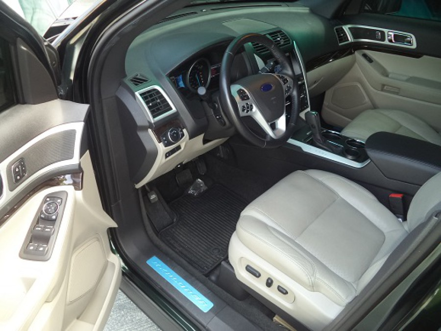 2013 Ford Explorer - Interior Front View