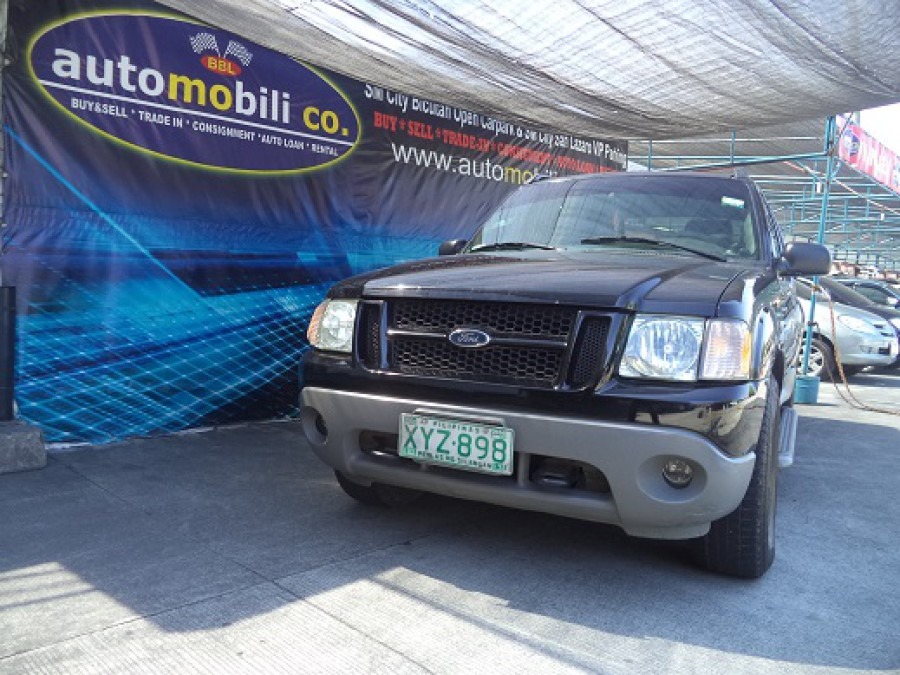2002 Ford Explorer Sport Trac - Front View