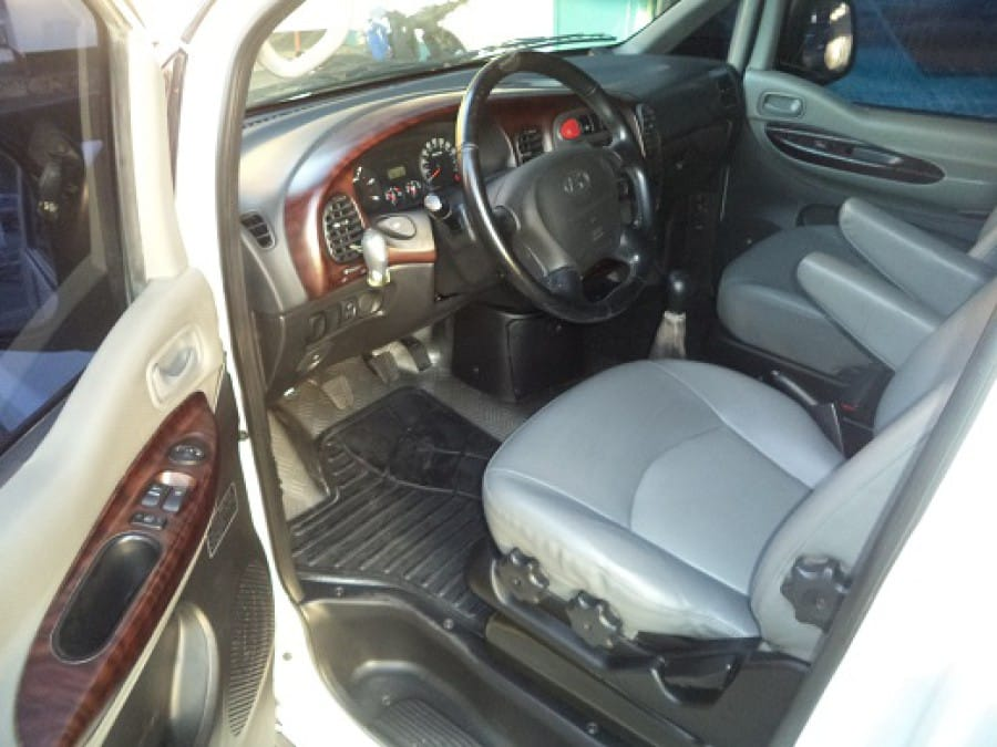 2005 Hyundai Starex - Interior Front View