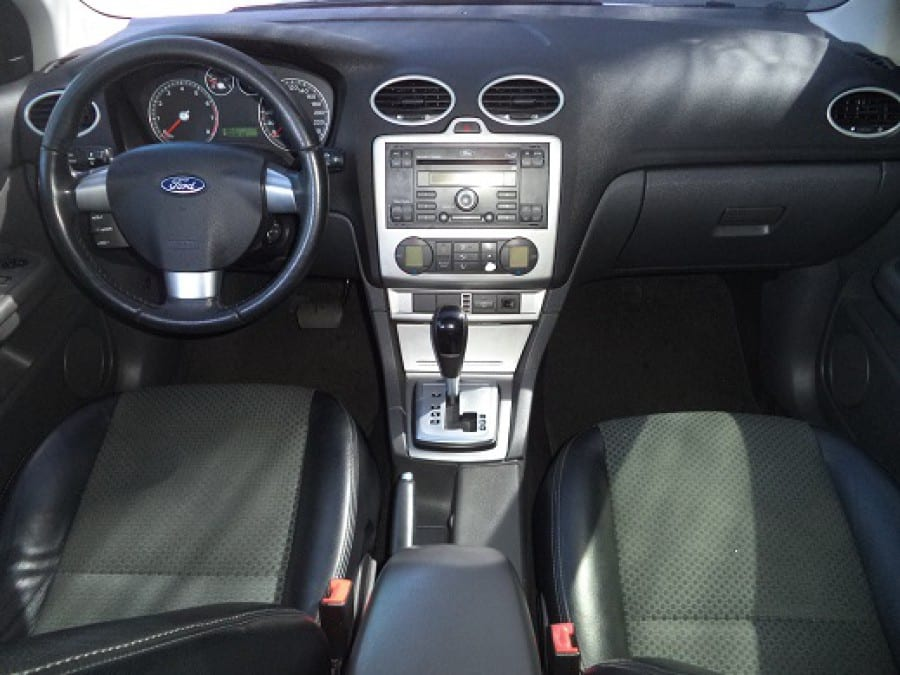 2005 Ford Focus - Interior Front View