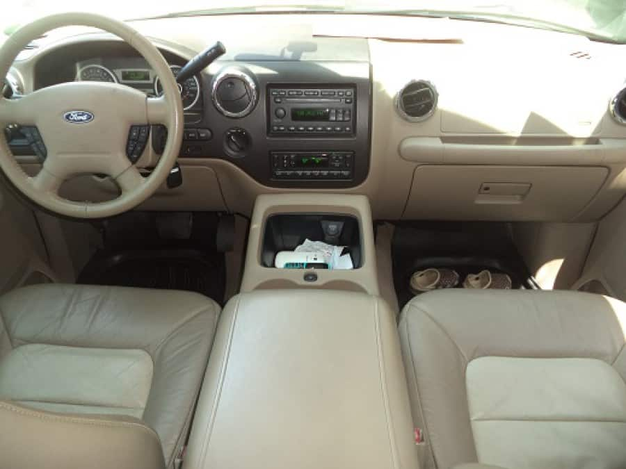 2005 Ford Expedition - Interior Front View