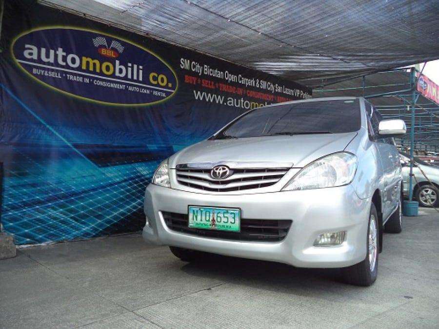 2009 Toyota Innova G - Front View
