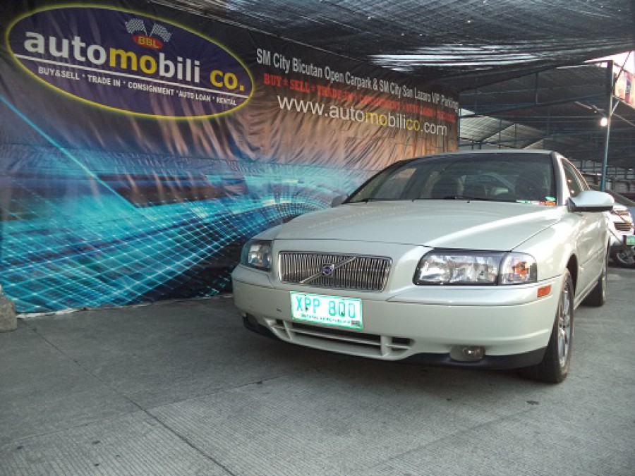 2004 Volvo S80 - Front View