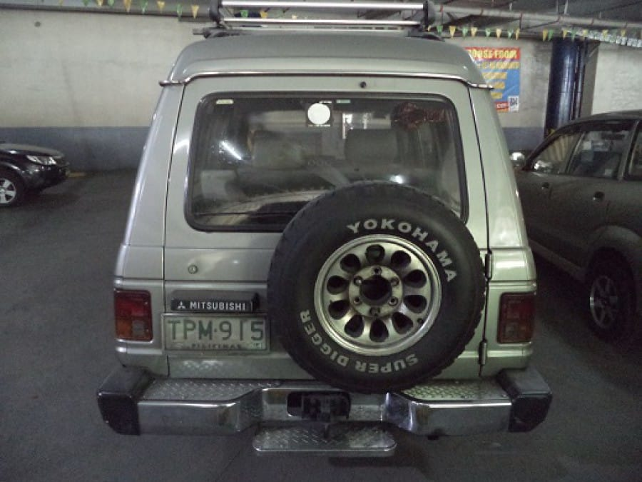 1994 Mitsubishi Pajero - Interior Rear View
