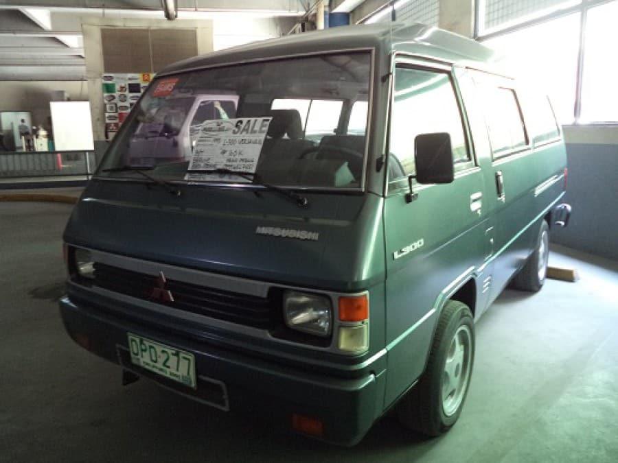 1995 Mitsubishi L300 - Front View