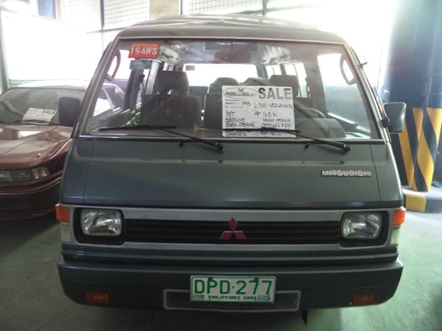 1995 Mitsubishi L300 - Interior Front View