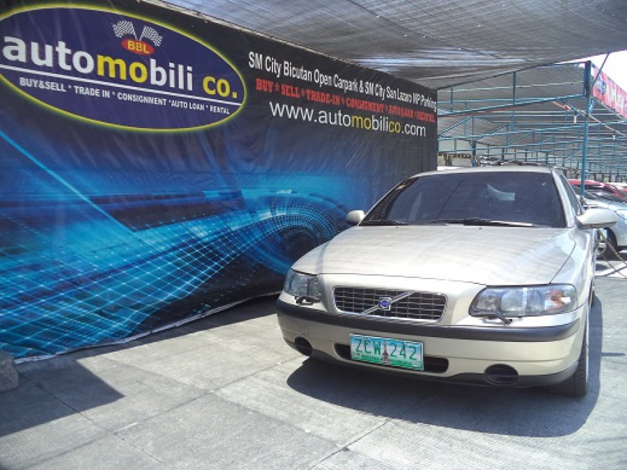 2002 Volvo S60 - Front View