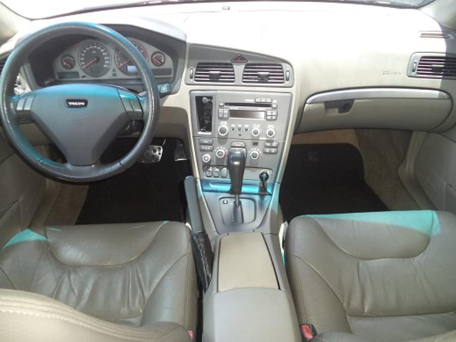 2002 Volvo S60 - Interior Front View