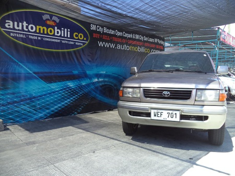 2000 Toyota Revo - Front View
