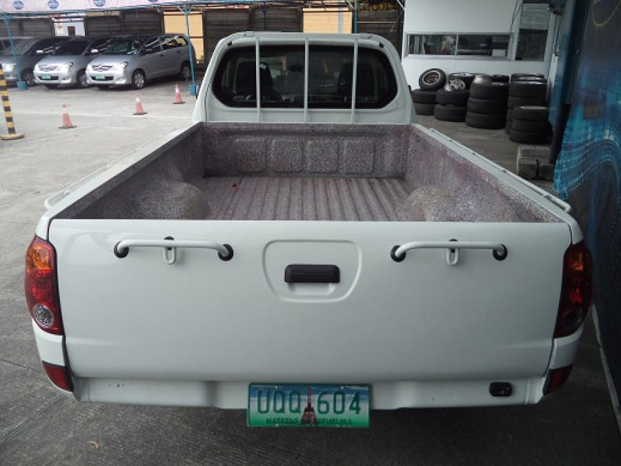 2012 Mitsubishi L200/Pick Up - Interior Rear View