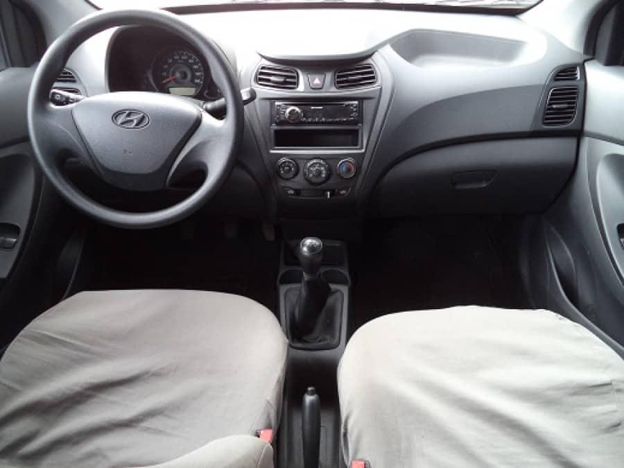 2014 Hyundai Excel - Interior Front View