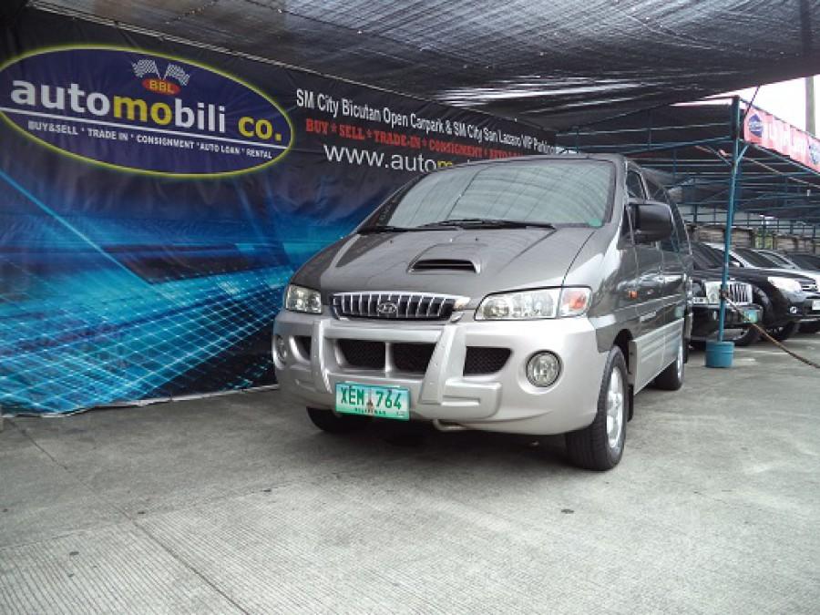 2002 Hyundai Starex - Front View