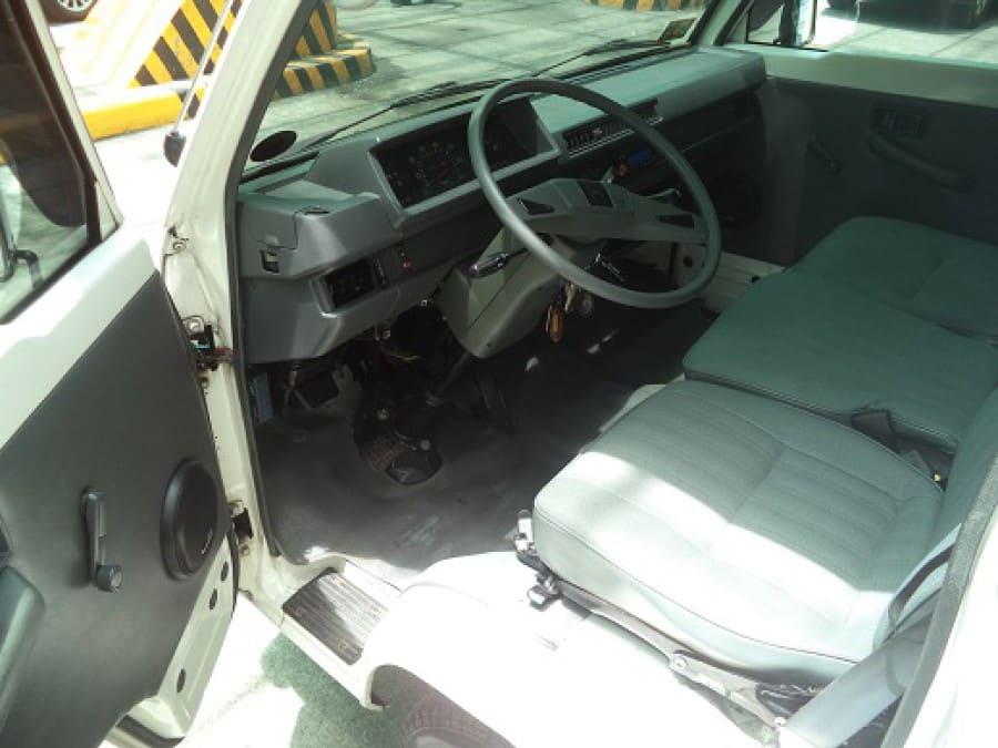 2010 Mitsubishi L300 - Interior Front View