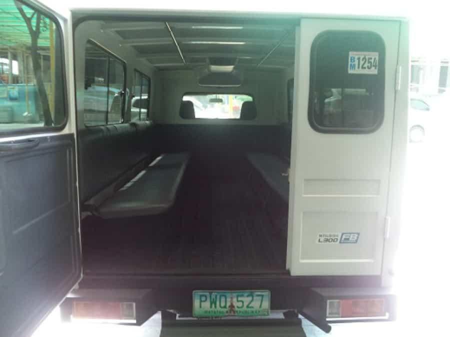 2010 Mitsubishi L300 - Interior Rear View