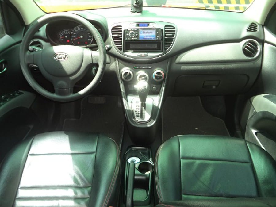 2011 Hyundai Excel - Interior Front View