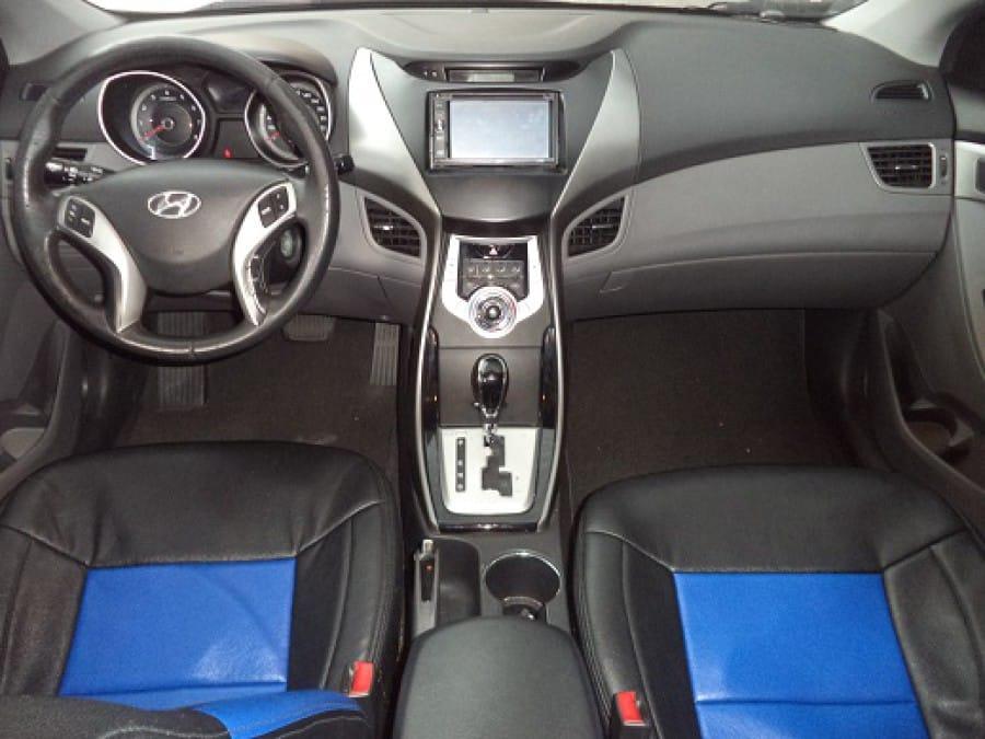 2011 Hyundai Elantra - Interior Front View