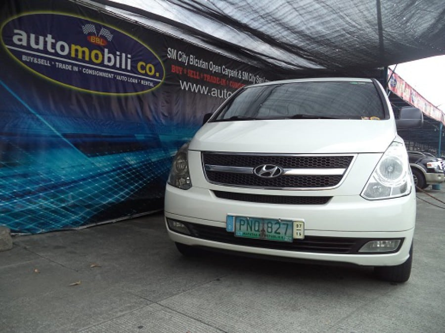 2011 Hyundai Starex - Front View