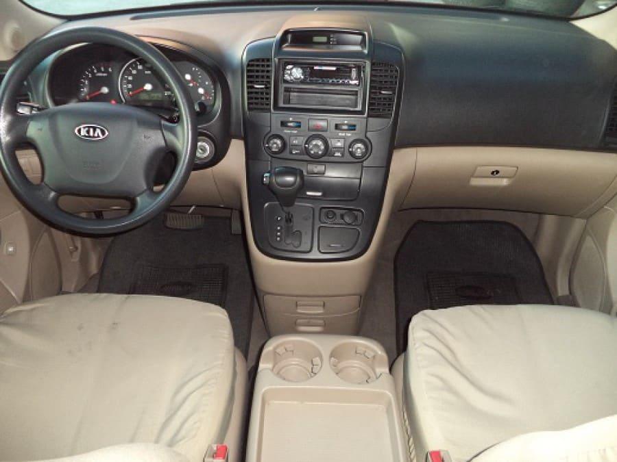 2009 Kia Carnival - Interior Front View