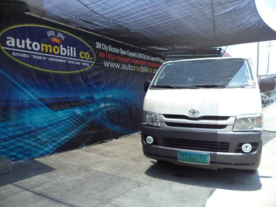 2010 Toyota HiAce - Front View