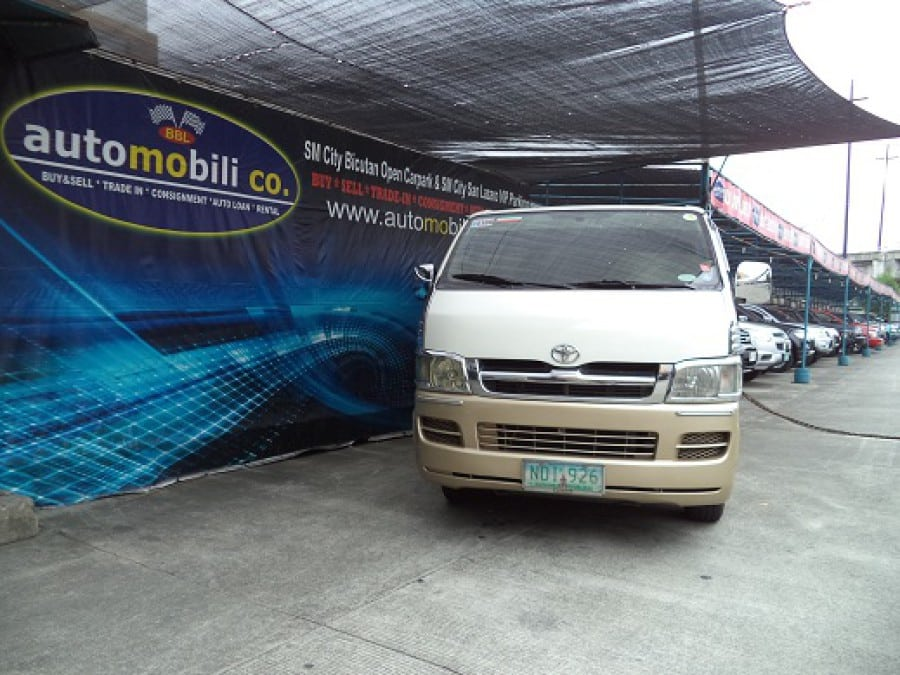 2009 Toyota HiAce - Front View