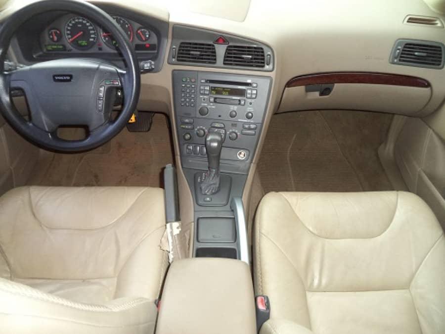 2002 Volvo XC70 - Interior Front View