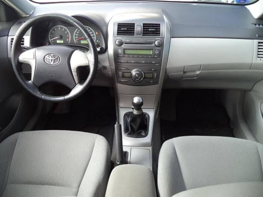 2010 Toyota Altis - Interior Front View
